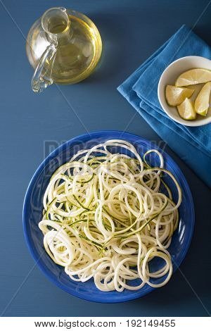 spiralized courgette raw vegetable noodles on plate