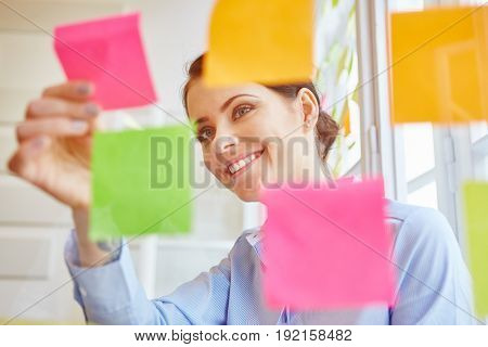 Young businesswoman making decisions in workshop for business plan