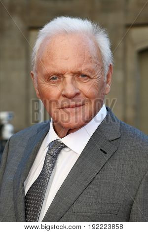 CHICAGO-JUN 20: Sir Anthony Hopkins attends the