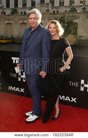 CHICAGO-JUN 20: Producer Don Murphy (L) and wife Susan Montford attend the