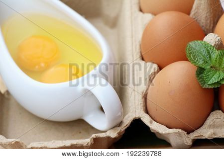 Cooking eggs and eggs in the panel