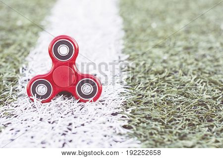 the popular red spinner gadget in 2017 line of the soccer (football) artificial field