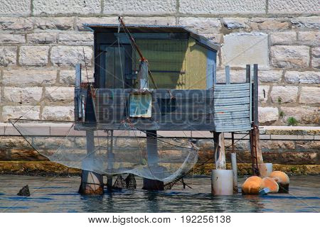 Repair station for fisherman with balance and net