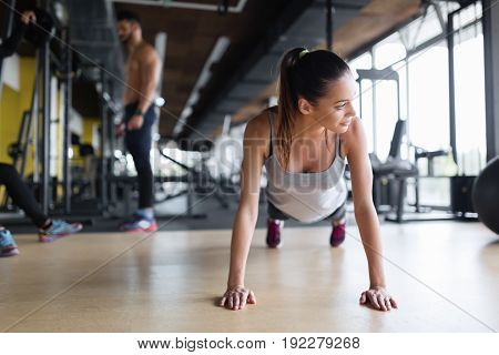 Young beautiful woman doing stamina exercises in gym
