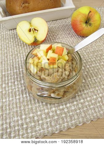 Bread porridge with apple and fresh apple