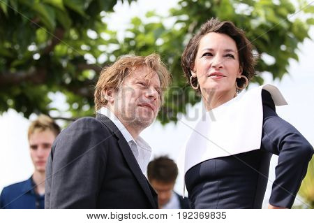 Mathieu Amalric and Jeanne Balibar attend the 'Barbara' photocall during the 70th annual Cannes Film Festival at Palais des Festivals on May 18, 2017 in Cannes, France.