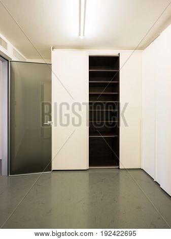 White wardrobe whit some doors open