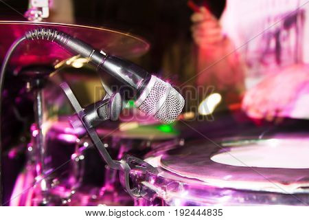 Microphone on the drums in the rock band .