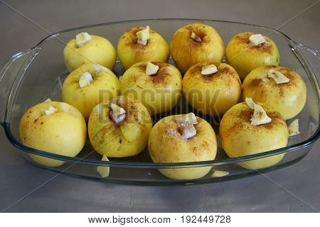 Cooking baked apple with sugar and cinnamon