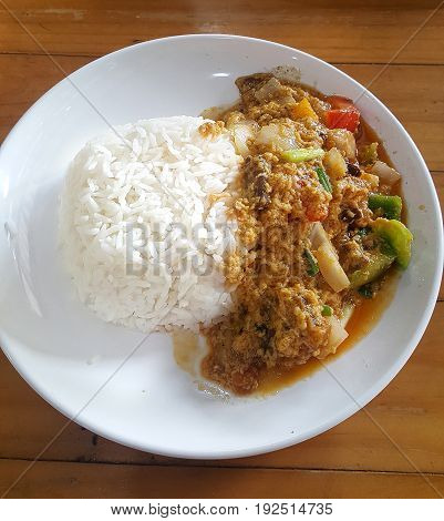 Sauteed Crab in Curry serve with stream rice