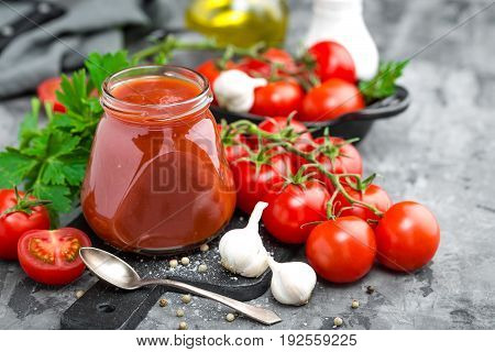 Tomato paste and fresh tomatoes tomatos puree