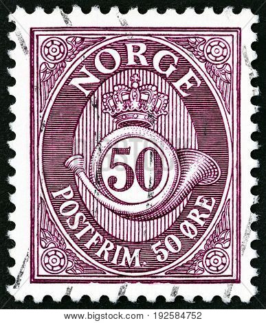 NORWAY - CIRCA 1910: A stamp printed in Norway shows crown, post horn and value, circa 1910.