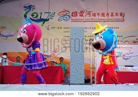 Mascots Perform Chinese Songs