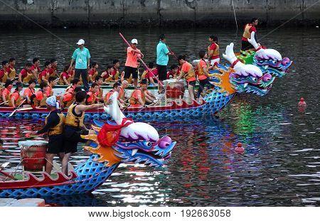 Evening Time Dragon Boat Races In Taiwan