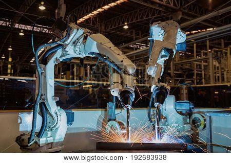 Robots are welding test run program .