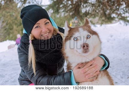 The girl with the dog of breed husky
