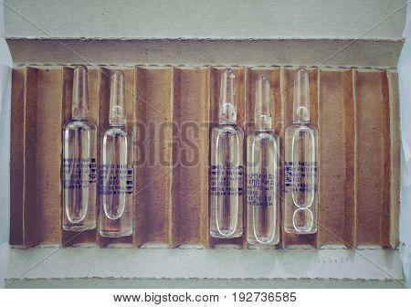 Ampules in cardboard box (chloride best before).