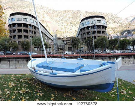Andorra la Bella, two alike buildings and a boat