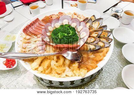 Chinese Platter With Prawn, Scallop, Mussels, Ham, Fish Maw, Broccoli