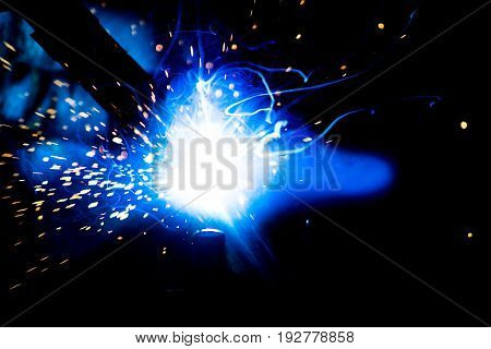 Welding or welding is a process that serves to create a permanent, non-disambiguable joint of two or more components