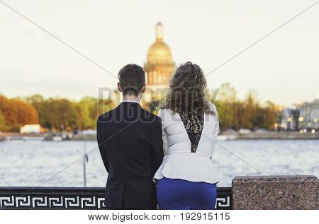 Couple looks at St. Isaac's Cathedral in Petersburg