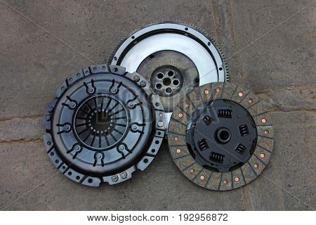 Nicely rebuilt clutch and pressure plate of an old german 1990 4WD van, rebuilt in Chile, South America