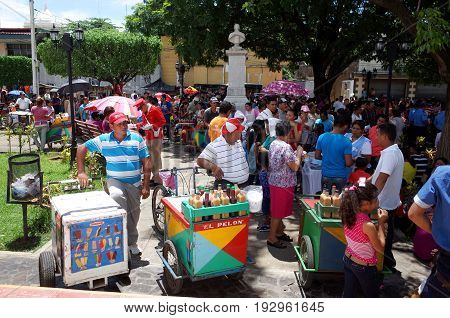 24Th September 2014, Leon, Nicaragua - Ice Cream Sellers Mix With The Crowds To Celebrate The Festiv