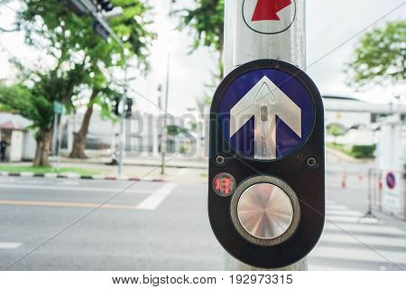 close up crossing road sign for pedestrian safety