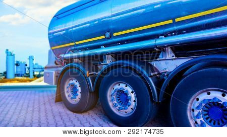 Chemical Storage Tank And Tanker Truck , Truck With Fuel Tank