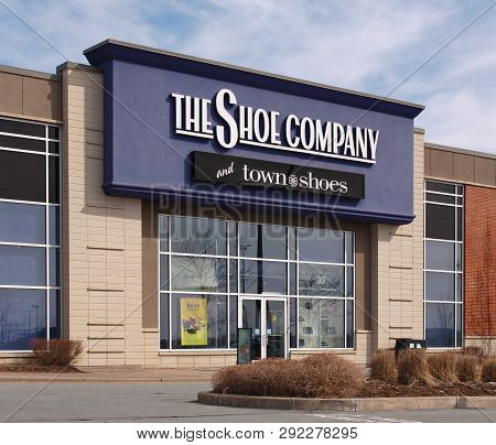 Dartmouth, Canada - April 13, 2015: The Shoe Company Storefront. The Shoe Company Is A Canadian Clot