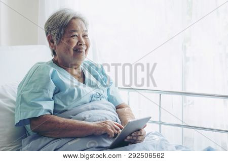 Elderly Patients In Hospital Bed Patients Using Smart Phone Call To Descendant Relatives Feel Happin