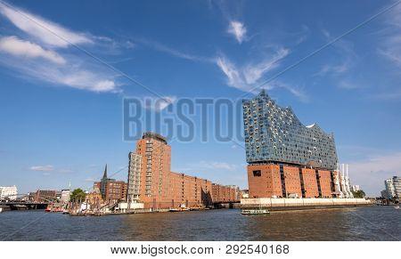 Hamburg, Germany - September 04, 2018: View At Hamburg Harbor And Hafencity From Southern Bank Of El
