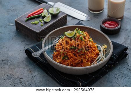 Indian Mee Goreng Or Mee Goreng Mamak, Indonesian And Malaysian Cuisine, Spicy Fried Noodles In A Pl