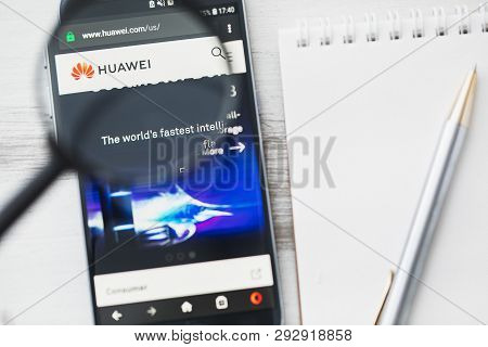 Los Angeles, California, Usa - 3 April 2019: Huawei Technologies Company Official Website Homepage U