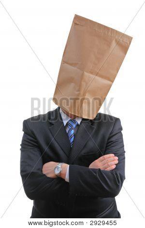 Mann mit einer Papiertüte
