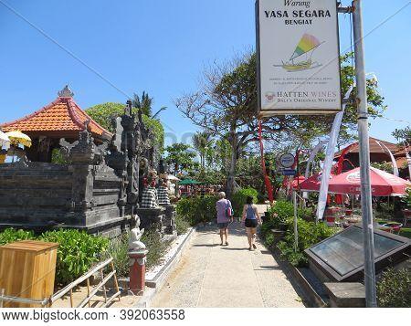 Badung Bali, Indonesia - October 3, 2019: A Couple Of Tourists Walking On The Walkway Of Bengiat Bea