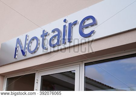 Bordeaux , Aquitaine / France - 10 20 2020 : Notaire Text Sign In French On Wall Notary Office