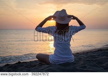Traveler Girl In Sunset On Tropical Beach. Young Girl Traveler On Beach In Sunset. Traveler Girl In