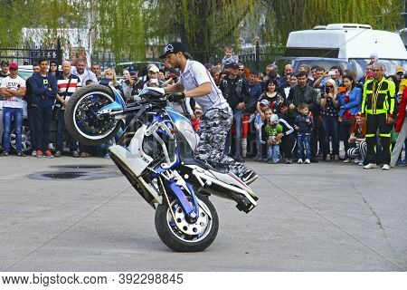 Moto Free Style Pilot On The White And Blue Motorcycle Stunting On The Square - Pyatigorsk Russia Op