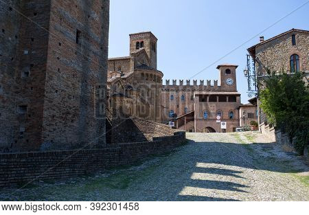 Castell 'arquato, Italy, August 25, 2020 - Podestà Palace And The Collegiata Church In Castell'arqua