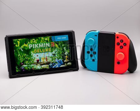 Oct 30th 2020, Uk - Pikmin 3 Deluxe Nintendo Switch Console And Joy Con Comfort Grip