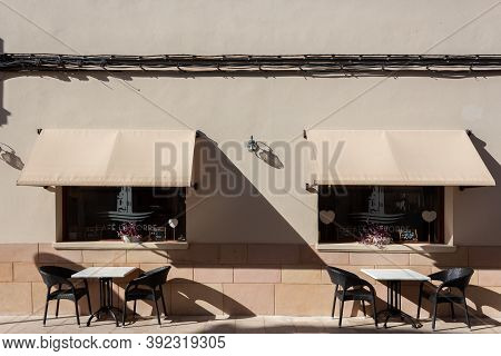 Campos, Balearic Islands/spain; October, 2020: Terrace Of A Cafeteria-restaurant Without Customers.