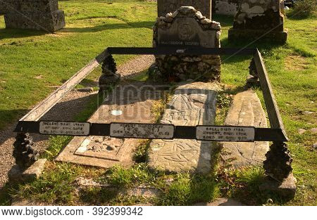 The Graves Of Rob Roy Mcgregor, His Wife Mary & Two Sons At Balquhidder, Scotland