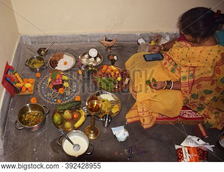 Delhi - India 31st Oct 2020 An Indian Bengali Women Uses A Digital Medium By Using Her Mobile To Rec