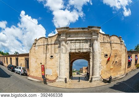 Santo Domingo, Dominican Republic-march 13, 2020: Puerta Carlos Iii, Located At The Entrance Of The