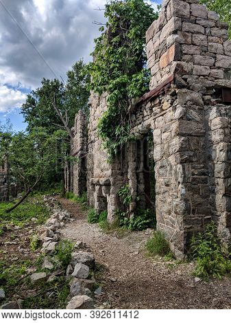 Oakland, New Jersey/usa - May 27 2019: Van Slyke Castle Ruins Hidden In The Woods At Ramapo Reservat