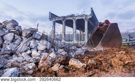 Demolition Of Whirokino Trestle Bridge Been Made It To A Pile For Rubble.