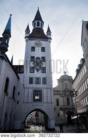 Building Altes Rathaus Or Old Town Hall Spielzeugmuseum In Viktualienmarkt Market Central Square For