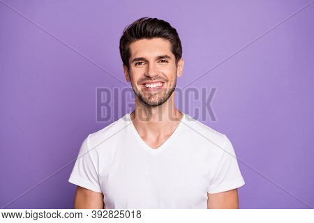Close-up Portrait Of His He Nice Attractive Content Cheerful Cheery Guy Sales Manager Worker Freelan