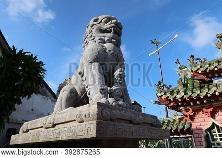 Hoi An, Vietnam, October 29, 2020: Sculpture Of A Lion By The Main Door Of The Assembly Hall Of Fuji